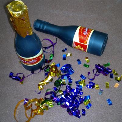 Pezsgős üveg alakú konfetti ágyú