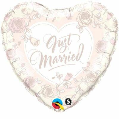 """18 inch-es fólia léggömb, szív alakú, """"Just Married"""" felirattal, rózsa mintával"""